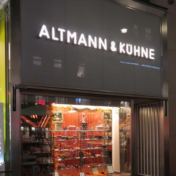 Altmann_und_Kuehne mit neuem Edelstahlportal